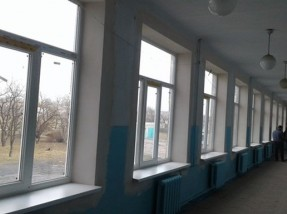Завдяки проекту УФСІ в школі смт Комиш-Зоря замінено 110 вікон