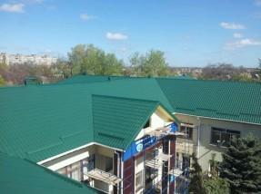 У Мелітополі на об'єкті соцжитла для ВПО змонтовано нову покрівлю
